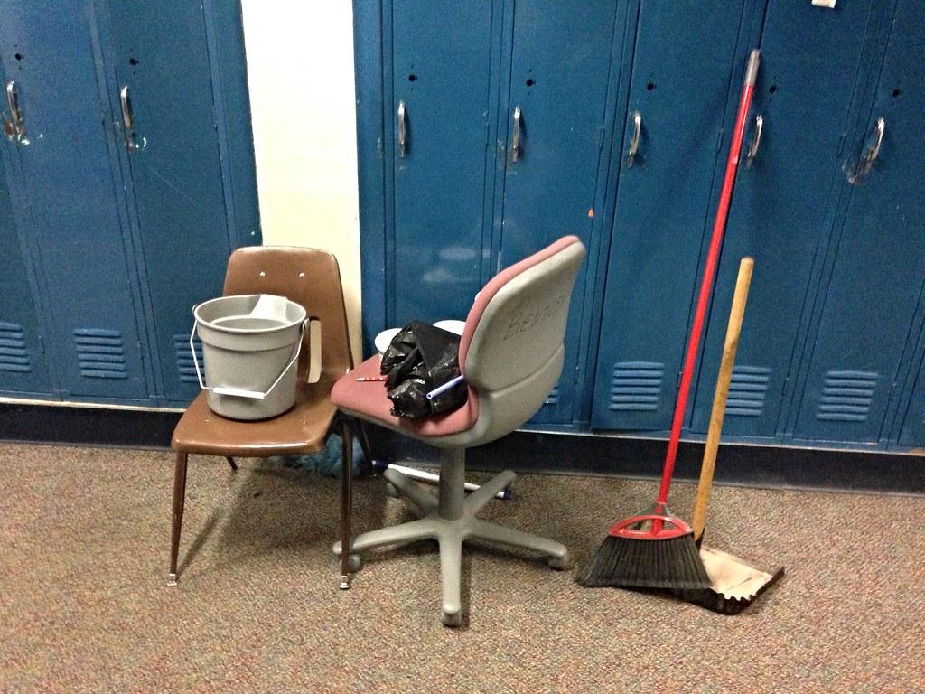 pulire la sedia da ufficio